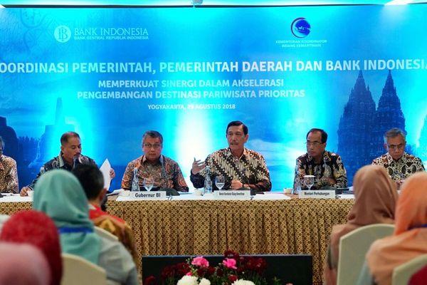 Rapat koordinasi Menteri Koordinator (Menko) Bidang Kemaritiman Luhut B. Panjaitan dengan tema