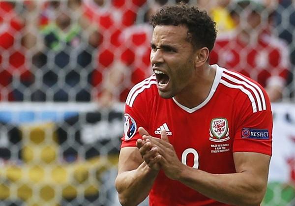 Hal Robson-Kanu ketika membela Wales di Euro 2016. - Reuters