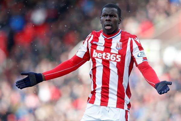 Kurt Zouma ketika musim lalu memperkuat Stoke City. - Reuters/Ed Sykes