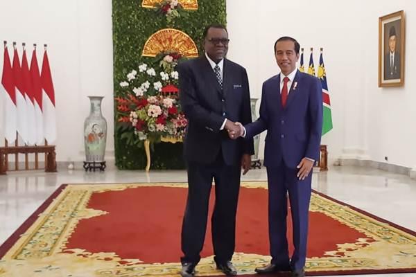 Presiden Joko Widodo (kanan) menerima kunjungan kenegaraan Presiden Republik Namibia H. E. Dr. Hage Gottfried Geingob di Istana Bogor, Kamis (30/8/2018). - JIBI/Amanda Kusumawardhani