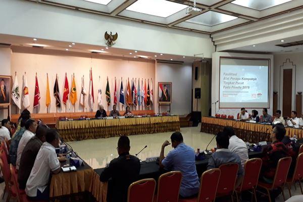 KPU saat melakukan sosialisasi fasilitasi alat peraga kampanye (APK) bagi peserta pemilu tingkat pusat di kantor KPU, Jakarta, Kamis (30/8)./JIBI/BISNIS - Jaffry Prabu Prakoso