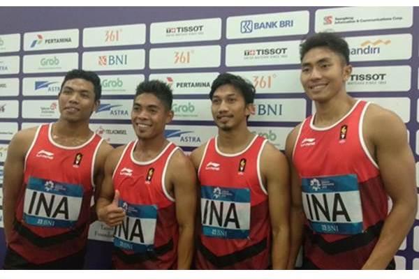 Tim Estafet 4100 meter putra (dari kiri ke kanan) Lalu Muhammad Zohri, Fadlin, Eko Rimbawan, dan Bayu Kertanegara. - Bisnis/Nur Faizah