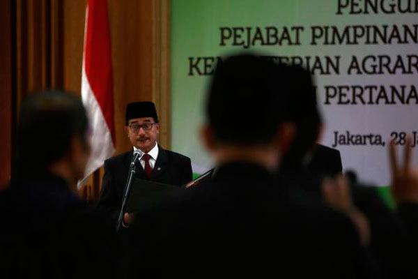 Ferry Mursyidan Baldan saat melantik sejumlah pejabat Eselon II di Jakarta, Kamis (28/1/2016).  - Bisnis.com
