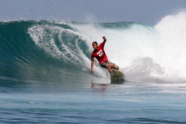 Aktivitas surfing di Mentawai, Sumatra Barat - Antara