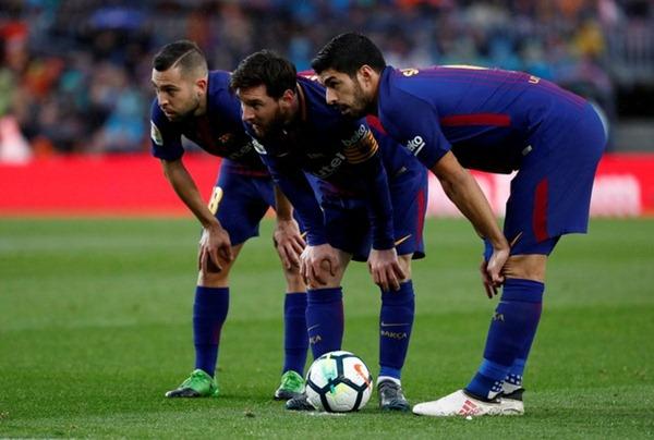 Pemain Barcelona, Luis Suarez, Lionel Messi dan Jordi Alba (kiri-kanan) - Reuters