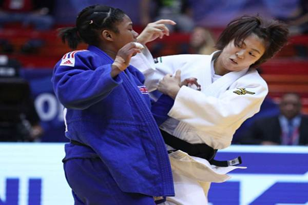 Momo Tamaoki berhasil mengalahkan pejudo Korea Utara Kim Jin A di kelas -57 kg putri dengan nilai ippon - International Judo Federation
