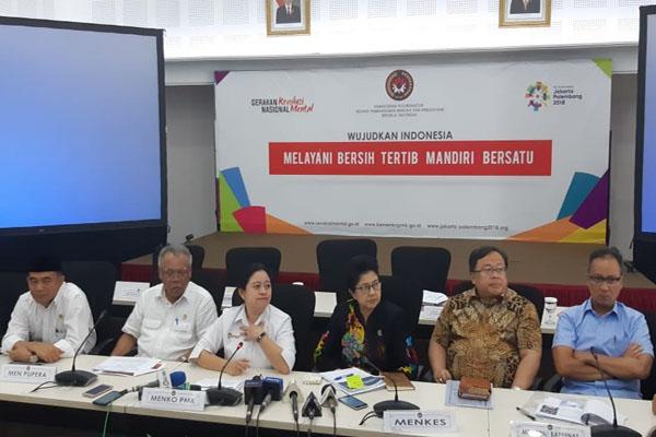 (Dari kiri) Mendikbud, MenPUPR, Menko PMK, Menkes, Menbappenas, Mensos, Wagub NTB, saat konferensi pers usai rakor di gedung Kemenko PMK, Jakarta 31 Agustus 2018. - Bisnis/Muhammad Ridwan