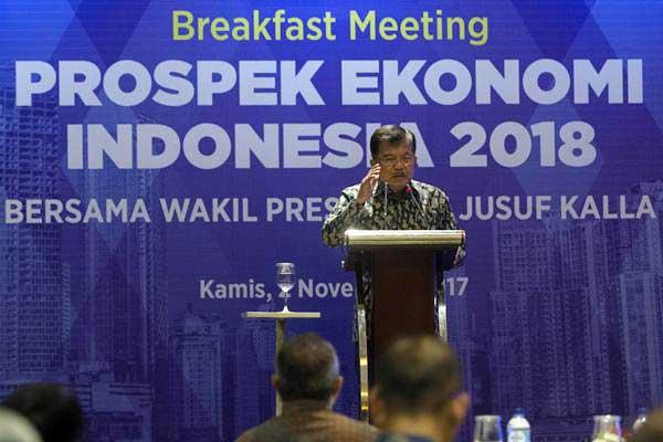 Wakil Presiden Jusuf Kalla memberi sambutan dalam Breakfast Meeting bertajuk Prospek Ekonomi Indonesia 2018 di Jakarta, Kamis (2/11). - ANTARA/Rosa Panggabean