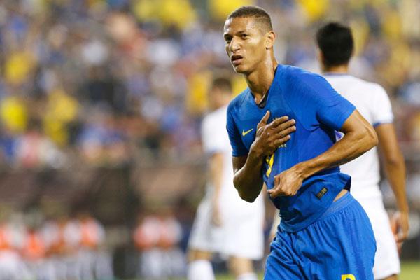 Penyerang Brasil Richarlison de Andrade setelah menjebol gawang El Salvador. - Reuters