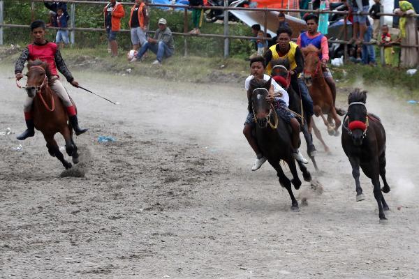 Joki Muda Memacu Kuda di Takengon (Panitia GAMIFest 2018)