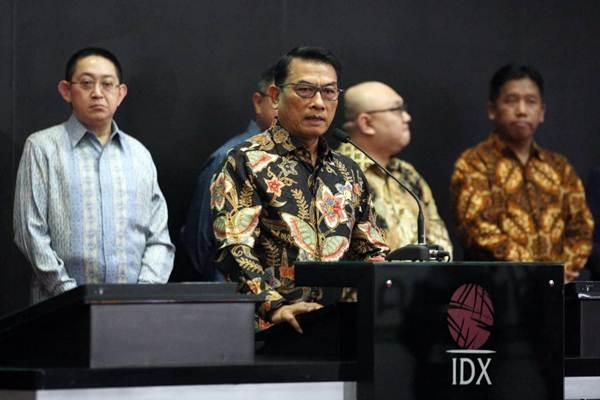 Kepala Kantor Staf Presiden (KSP) Moeldoko (kedua kiri) menyampaikan sambutan pada pembukaan perdagangan harga saham di Bursa Efek Indonesia (BEI), Jakarta, Selasa (18/9/2018). - JIBI/Dedi Gunawan