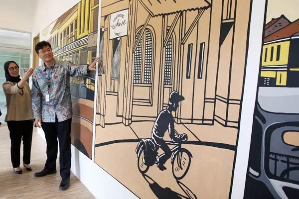 President Director PT. Pos Property Indonesia Handriani Tjatur Setijowati (kiri) berbincang dengan CEO Ev Hive Coworking Space Carlson Lau di sela-sela peresmian hubungan kemitraan antara kedua belah pihak, di Jakarta, Rabu (31/1). - JIBI/Abdullah Azzam