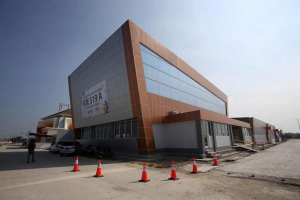 Bangunan di kompleks Rest Area KM 519 A, Masaran, Sragen, Rabu (6/6). - Bisnis/Muhammad Ferri Setiawan