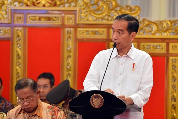 Presiden Joko Widodo menyampaikan paparan pendahuluan ketika memimpin Sidang Kabinet Paripurna di Istana Negara Jakarta, Selasa (7/8/2018). - ANTARA/Wahyu Putro A