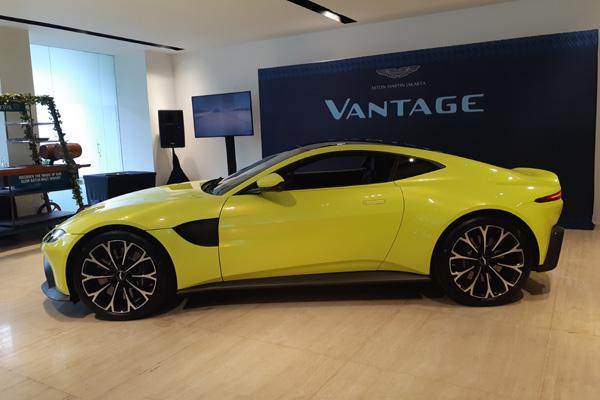 Aston Martin New Vantage Hadir Di Indonesia Ini Harga Spesifikasi Otomotif Bisnis Com
