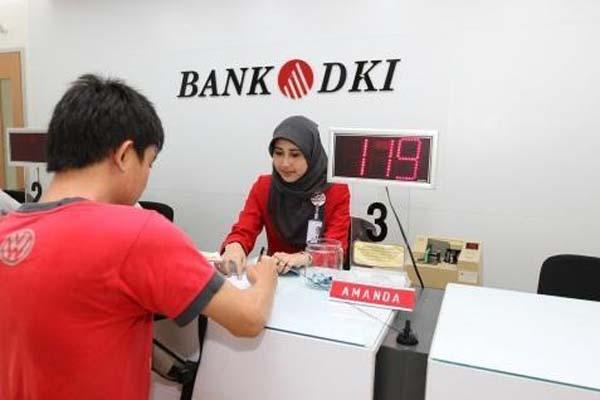 Aktivitas di salah satu cabang Bank DKI - Bisnis.com