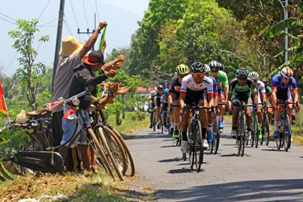 Balap sepeda International Tour de Banyuwangi Ijen (ITdBI) 2018. - Antara/Budi Candra Setya