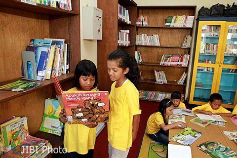Anak-anak membaca buku di sebuah perpustakaan - JIBI/Wahyu Darmawan