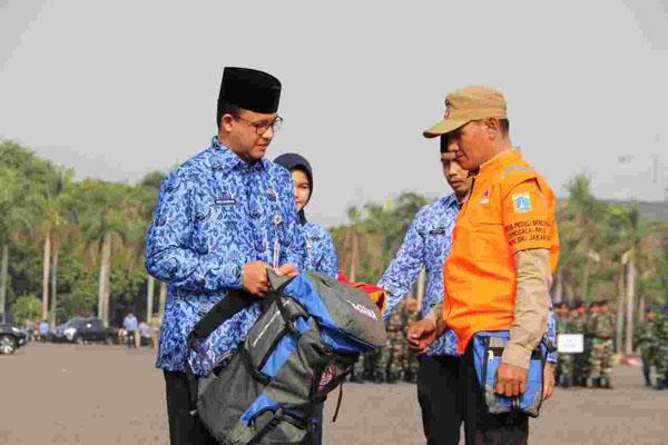 Gubernur DKI Jakarta Anies Baswedan memimpin pelepasan Tim Tanggap Ibu Kota di Lapangan Silang Monas Selatan, Jakarta Pusat, Senin (1/10 - 2018). Foto: Humas Pemprov DKI Jakarta