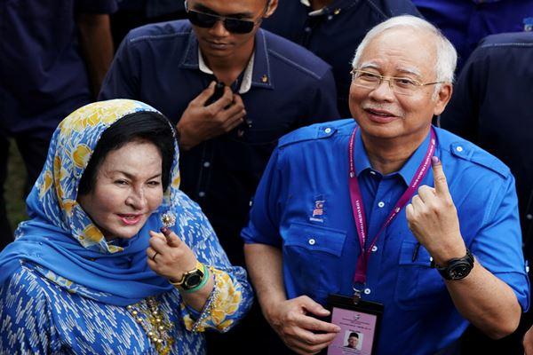 Najib Razak dan istrinya, Rosmah Mansor. - Reuters