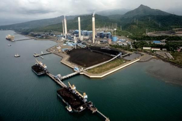 Ilustrasi PLTU dan aktivitas bongkar batu bara. - Antara