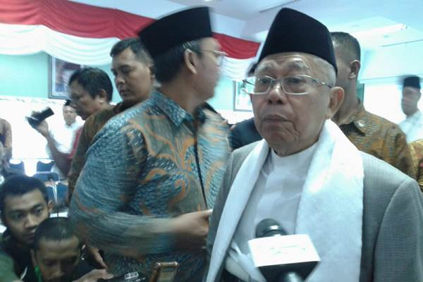 Kiai Haji Ma'ruf Amin digendakan menghadiri Konferensi Kebijakan Luar Negeri Indonesia - Bisnis/Iim Fathimah Timorria