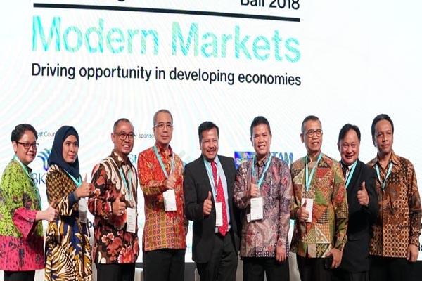 Delegasi Batam dipimpin Kepala BP Batam Lukita DInarsyah Tuwo (Berjas-Tengah) saat menghadiri Forum IMF-WB di Bali - Istimewa