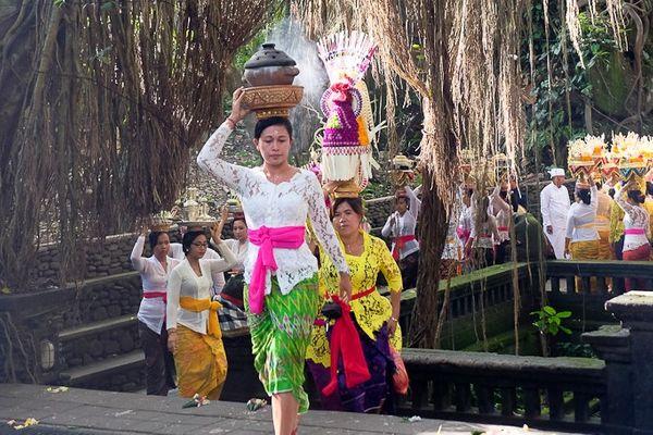 Upacara adat berlangsung di dalam Ubud Monkey Forest, Ubud, Bali. - Dok. Ubud Monkey Forest