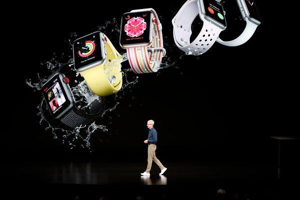 CEO Apple Tim Cook saat memperkenalkan jam tangan pintar terbaru Apple yang diluncurkan di Steve Jobs Theater, Cupertino, California, AS, Rabu (12/9/2018). - Reuters/Stephen Lam