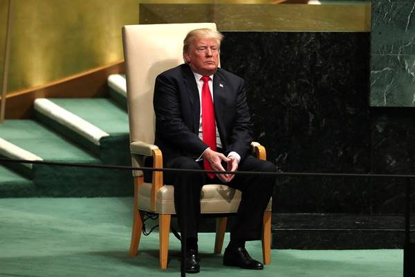 Presiden AS Donald Trump duduk di kursi yang disediakan untuk kepala negara sebelum menyampaikan pidatonya di Sidang Majelis Umum PBB k3-73 di kantor pusat AS di New York, AS, 25 September 2018. - Reuters
