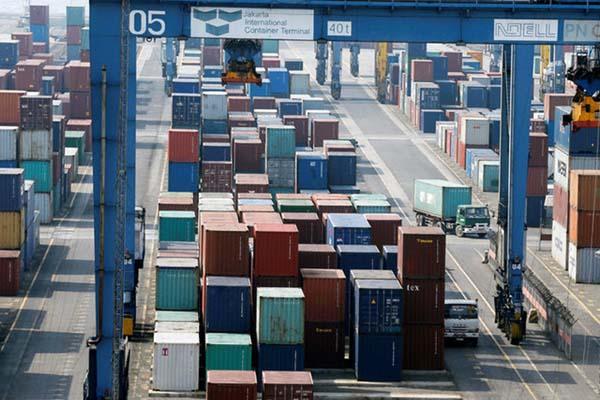 Jakarta International Container Terminal (JICT) di Tanjung Priok, Jakarta - Reuters/Beawiharta