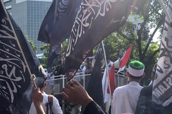 Massa Aksi Bela Tauhid berunjuk rasa di depan Kantor Kemenko Polhukam, Jumat (26/10/2018). - Bisnis/Sholahuddin Al Ayyubi