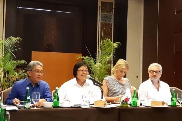 Menteri Lingkungan Hidup dan Kehutanan (LHK) Siti Nurbaya dan Direktur Kelautan United Nation Enviroment Programm (UNEP) Lisa Emelia Swenson didampingi Coordinator Global Program of Action (GPA) Habib Al Hadr melakukan evaluasi akhir kesiapan kegiatan The 4th Intergovermental Review Meeting on the Implementation of the Global Programme of Action for the Protection of the Marine Environment from Land-Based Activities (IGR-4) yang akan dilaksanakan di Nusa Dua, Bali, pada 31 Oktober-1 November 2018. - Istimewa