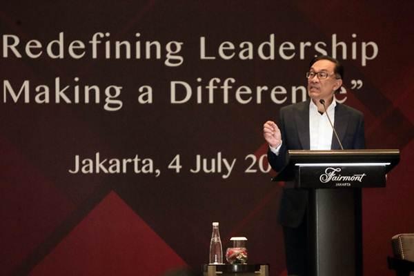 Mantan Wakil Perdana Menteri Malaysia Anwar Ibrahim berbicara dalam The Executive Center for Global Leadership (ECGL) Leadership Forum di Jakarta, Rabu (4/7/2018). - JIBI/Felix Jody Kinarwan