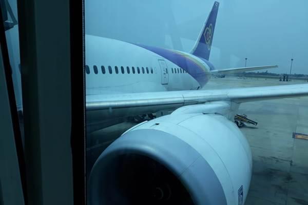 Gara-gara boarding pass ganda, Boeing 787-800 Thai Airways tertahan di Bandara Soekarno-Hata. - Bisnis/Yusran Yunus