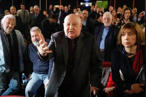 Gorbachev memberikan pernyataan usai pemutaran film dokumen