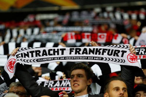 Suporter Eintracht Frankfurt - Reuters/Kai Pfaffenbach