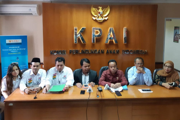KPAI dan Timses kedua paslon presiden dan wapres memberi keterangan selepas melakukan pertemuan di Kantor KPAI di Jakarta. - Bisnis.com/Muhammad Ridwan