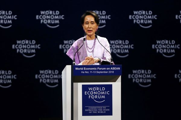 Penasihat Pemerintah Myanmar Aung San Suu Kyi berbicara di sebuah sesi di World Economic Forum on Asean di Convention Center, Hanoi, Vietnam, Rabu (12/9). - Reuters/Kham
