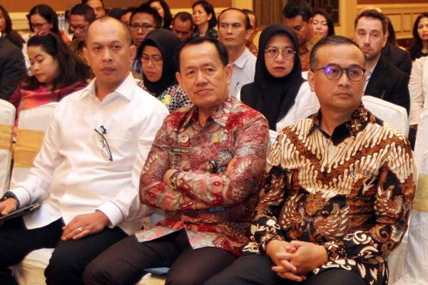 Direktur Tindak Pidana Siber Mabes Polri Brigjen Polisi Albertus Rahmad Wibowo (dari kiri) bersama Direktur Penyidikan dan Penyelesaian Sengketa Direktorat Jenderal Kekayaan dan Intelektual Kementerian Hukum dan HAM Yurod Saleh, dan Ketua Masyarakat Indonesia Anti Pemalsuan (MIAP) Justisiari P Kusumah saat menghadiri diskusi, di Jakarta, Kamis (15/11/2018). - JIBI/Endang Muchtar