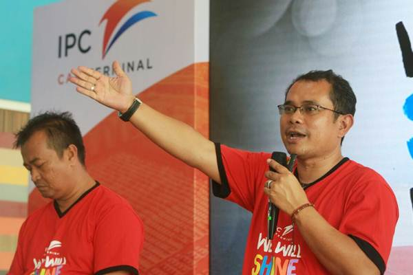 Direktur Utama PT Indonesia Kendaraan Terminal/ IPC Terminal (IKT) Chiefy Adi K (kanan) memberikan penjelasan didampingi Direktur Indra Hidayat Sani, pada media gathering di Jakarta, Selasa (8/8). - JIBI/Nurul Hidayat