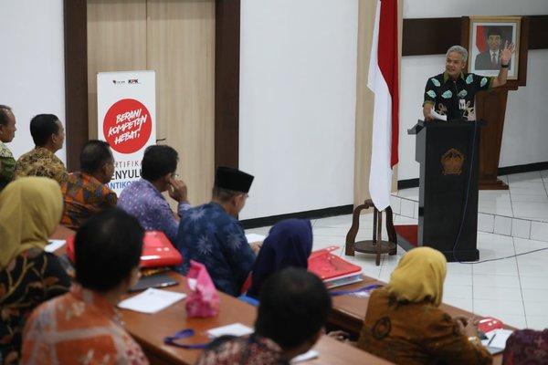 Gubernur Jateng Ganjar Pranowo saat memberikan paparan.