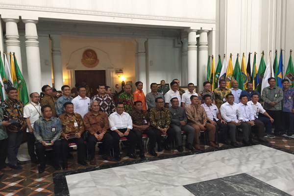 Gubernur Jawa Barat Ridwan Kamil mengumpulkan 30 BUMN yang memiliki kantor dan proyek di Jawa Barat.JIBI - BISNIS/Wisnu Wage