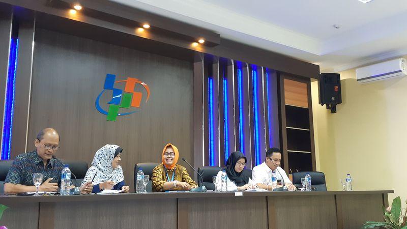 Kepala Badan Pusat Statstik (BPS) Sumatra Selatan (Sumsel) Endang Tri Wahyuningsih (tengah) dalam lokakarya media di Palembang, Sumsel, Rabu (21/11). - Bisnis/Dinda Wulandari
