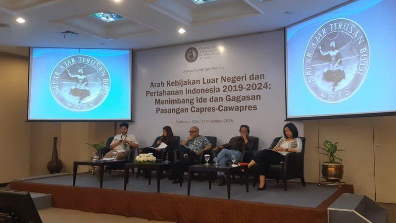 Suasana diskusi publik mengenai arah kebijakan luar negeri dan pertahanan Indonesia 2019-2024 yang dihadiri tim kampanye pasangan Jokowi-Ma'ruf Amin dan Prabowo-Sandiaga Uno di Kantor CSIS, Jakarta, Rabu (21/11/2018). - Bisnis/Iim Fathimah Timorria