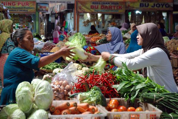 Belanja di pasar - Antara