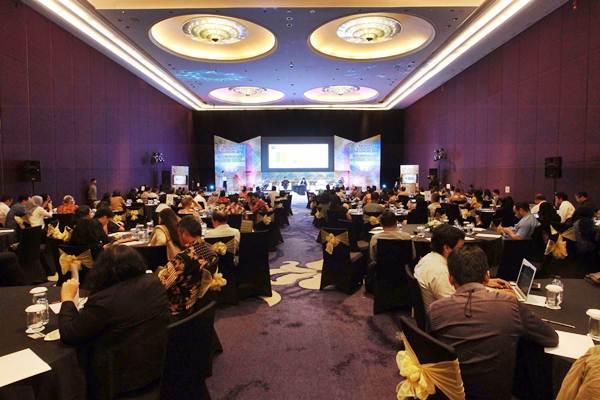 Peserta mengikuti diskusi Bisnis Indonesia Economic Challenges 2018 di Jakarta, Senin (4/12). Acara tersebut mengambil tema Keseimbangan Baru Ekonomi Digital. - JIBI/Dwi Prasetya