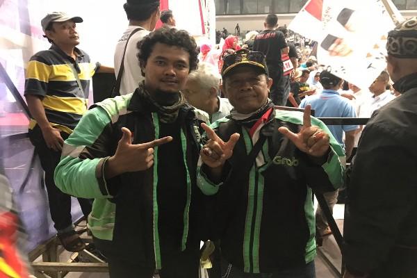 Pengemudi ojek online Eko Prasetyo (kiri) bersama pengemudi ojek lainnya mengikutipembekalankepadarelawan di Istora Senayan, Jakarta, Kamis (22/11/2018) - Jaffry Prabu Prakoso
