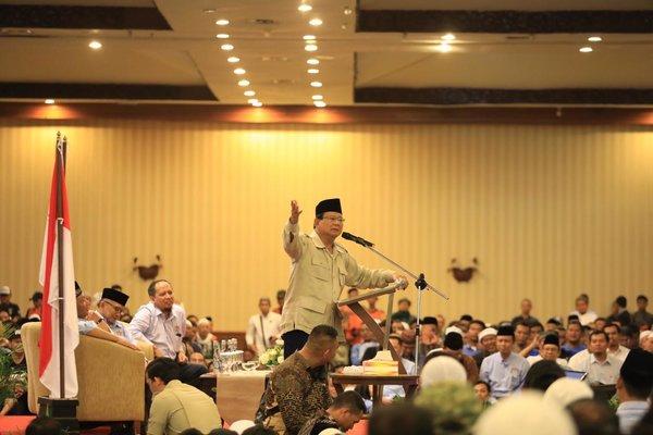 Capres Prabowo Subianto saat berkunjung ke Kota Solo dalam rangka menghadiri Silahturahmi Relawan Solo Raya dan Deklarasi dukungan dari Aliansi Masyarakat Madani (AMM), Kamis (22/11/2018) malam. - Tim media Prabowo/Sandi