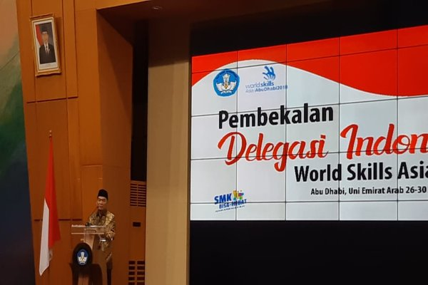 Mendikbud Muhadjir Effendy pada acara pelepasan Kontingen Indonesia Worldskills Asia ke Abu Dhabi di Gedung A  Lantai 3, Kantor Kemendikbud, Senayan, Jakarta Pusat, Jumat (23/11/2018). - Bisnis/Nur Faizah